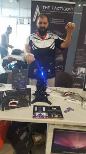 Arduino Powered Humanoid Robot: Arms Control!
